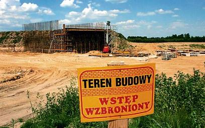 Największe kłopoty są z budową dróg, m.in. odcinka A2, gdzie prace prowadziło chińskie konsorcjum