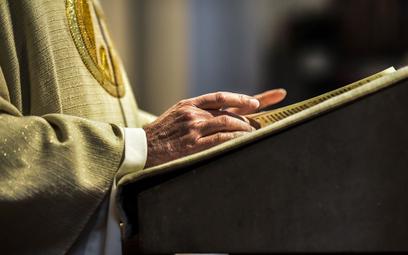 Sondaż: Czy hierarchowie radzą sobie z problemem pedofilii wśród duchownych?