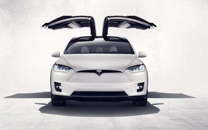 Tesla musi wycofać 12 300 egzemplarzy Modelu X