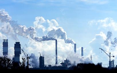Pesymistyczny raport ONZ. Emisje CO2 miały spadać, a rosną