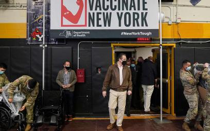 USA są wczołówce szczepień. Jedną dawkę otrzymało tu proporcjonalnie ponad dwa razy więcej mieszkań