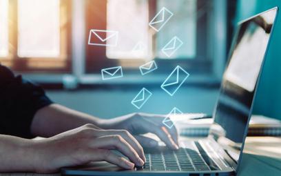 Jak rozwiązać umowę o pracę e-mailem?