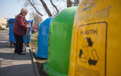 Gospodarka komunalna: rząd chce zezwolić gminom na dopłacanie do opłat za śmieci