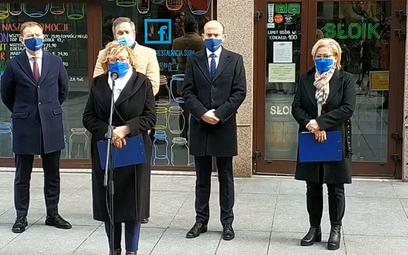 Opozycja: Otworzyć hotele i restauracje. Rozliczyć rząd z lockdownu