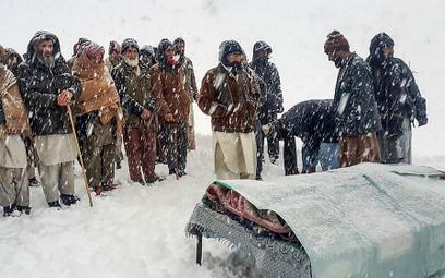 Śnieg w Pakistanie. Nie żyje już co najmniej 100 osób