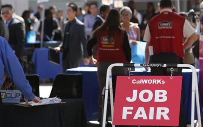 Starszym Amerykanom trudno znaleźć pracę we własnym zawodzie