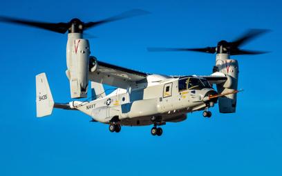 Pierwszy samolot transportowy pionowego startu i lądowania CMV-22B Osprey podczas oblotu. Fot./Bell-