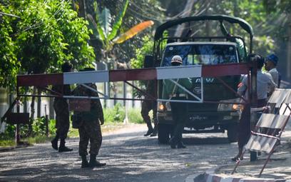Protest lekarzy po zamachu stanu w Birmie. Przerywają pracę