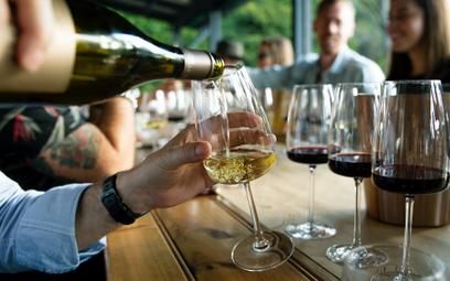 Wina na jesień. Co najlepiej smakuje w chłodne dni?