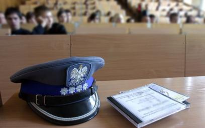 Policjant traci odprawę, gdy przeszedł do wojska