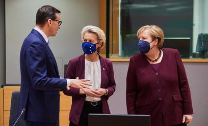 Premier Mateusz Morawiecki, szefowa Komisji Europejskiej Ursula von der Leyen i kanclerz Niemiec Ang