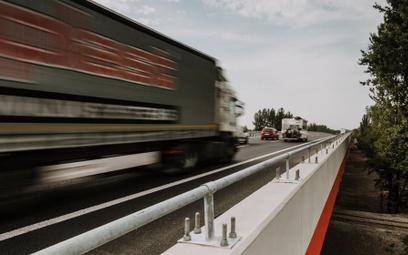 Unia przebuduje finansowaniem gospodarkę i obciąży transport za emisje CO2