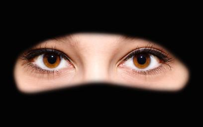 Większość Duńczyków przeciw burkom i hidżabom