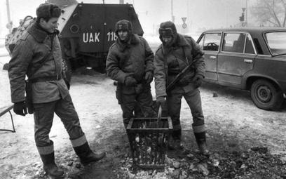 Żołnierze przy koksowniku