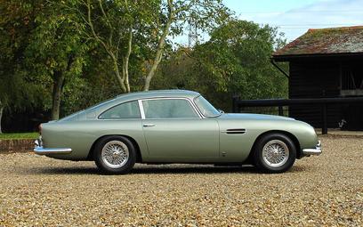 Aukcja dla fanów Bonda. Książki, zegarki i Aston Martin