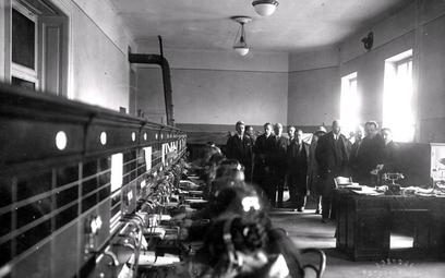 Centrala międzymiastowa na Poczcie Głównej wKrakowie, marzec 1928 r.