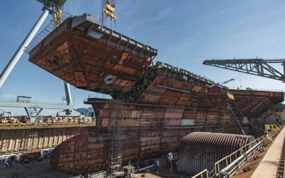 Montaż ostatniej sekcji kadłuba lotniskowca USS John F. Kennedy (CVN 79). Fot./Huntington Ingalls In