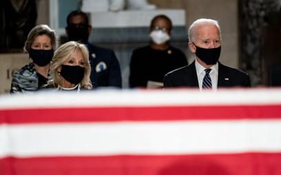 """Biden oskarża Trumpa o milczenie w sprawie """"dyktatora"""" na Białorusi"""