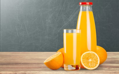 Od ośmiu lat w wymogach prawnych dla soków, nektarów owocowych oraz przecierów owocowych jest błąd.