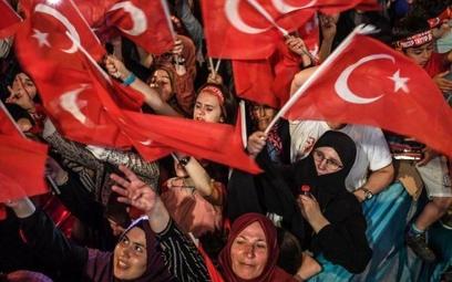 Zwolennicy prezydenta Recepa Erdogana na wiecu w 2016 roku