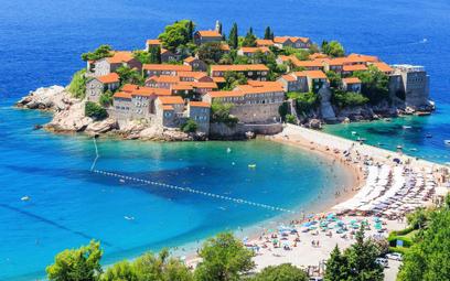 Sveti Stefan, położony na skalistej wyspie nieopodal Budvy w Czarnogórze