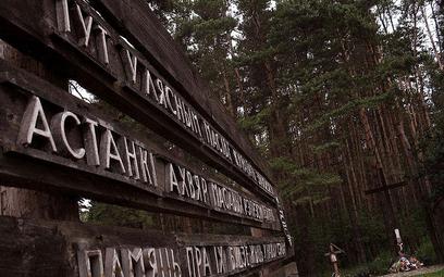 Tablica pamiątkowa w Kuropatach (Andrej Kuźniečyk)