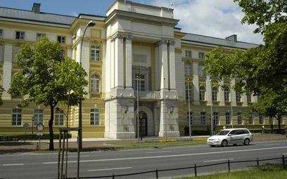 Ministerstwem Administracji i Cyfryzacji pokieruje Michał Boni, a na czele Ministerstwa Spraw Wewnęt