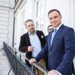 """Prezydent Andrzej Duda z dziennikarzami """"Rzeczpospolitej"""" Michałem Szułdrzyńskim (z lewej) i Andrzej"""