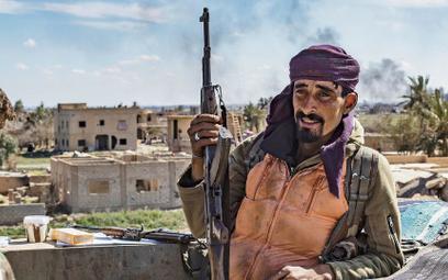 Każdy kolejny dzień kampanii w Syrii przynosił nowe niebezpieczeństwa, z każdym dniem walka stawała