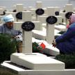Na cmentarzu Orląt Lwowskich walka toczyła się o każdy polski akcent. Musiano także zrezygnować z wi