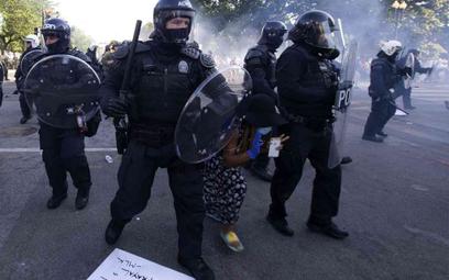 USA: Policja pod Białym Domem użyła gazu i gumowych kul