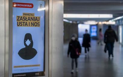 Epidemia w Polsce: 7705 nowych przypadków w piątek