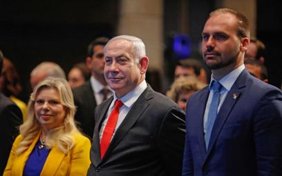 Eduardo Bolsonaro (P) oraz premier Izraela Beniamin Netanjahu wraz z małżonką Sarą wzięli udział w o