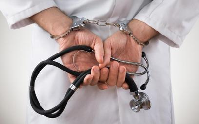 System no-fault: medycy wciąż się boją zgłaszać pomyłki w obawie przed postępowaniem karnym