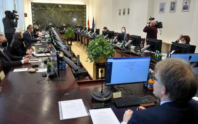 SN: KRS nie może wskazywać daty przejścia sędziego w stan spoczynku