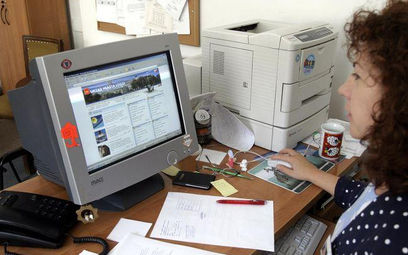 Urzędy kupują w przetargach komputerowe systemy informacji prawnej