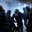 Zakaz wychodzenia nocą, restrykcje w poruszaniu się: Francja ma coraz więcej z państwa policyjnego