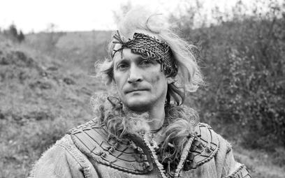 """W roku 1974 gra Mieszka I w filmie """"Gniazdo"""". Przypominał momentami Richarda Burtona czy Petera O'To"""