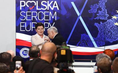 PiS wygrywa w Polsce, w Europie tracą chadecy i socjaliści