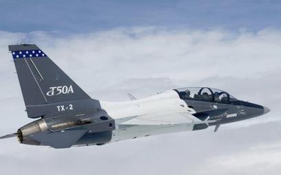 Samolot szkolenia zaawansowanego KAI T-50A sfotografowany podczas lotów próbnych w ramach programu T
