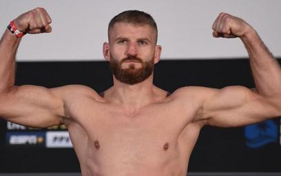 Jan Błachowicz z mistrzowskim pasem UFC