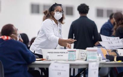 Liczenie głosów w Detroit. Michigan to jeden ze stanów, o które kandydaci toczyli najostrzejszą walk