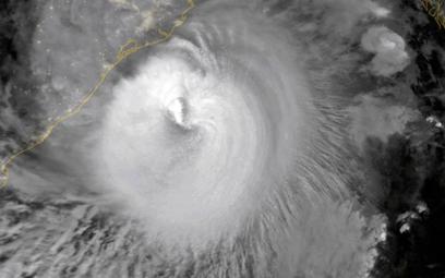 """Potężny cyklon uderzył w Indie i Bangladesz. """"Katastrofa większa niż COVID-19"""""""
