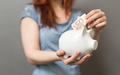 Polacy uczą się oszczędzania