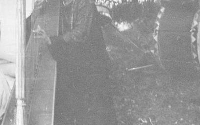 Papusza przy harfie, fot. Jerzy Ficowski, 1949 r.