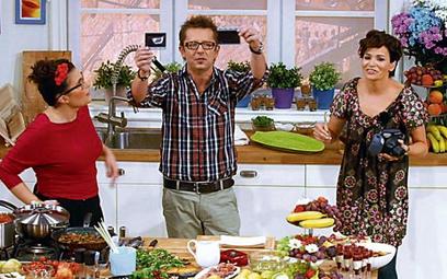 """Program """"Między kuchnią a salonem"""" w TVN prowadziły Olga Kwiecińska (z lewej) i Dorota Deląg. Gotowa"""
