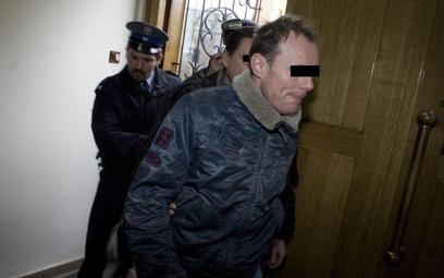 Piotr R. w prokuraturze.
