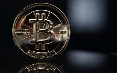 Bitcoin przyjął dwa potężne ciosy. Nokaut?
