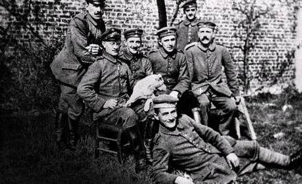 Adolf Hitler (siedzi pierwszy zprawej) w16. Rezerwowym Pułku Piechoty, Iwojna światowa