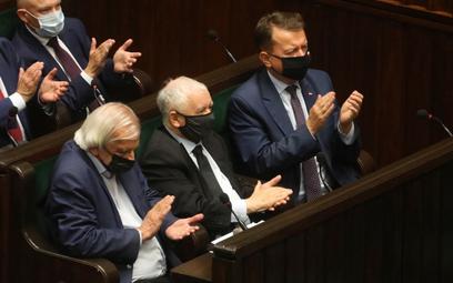 Ryszard Terlecki, Jarosław Kaczyński i Mariusz Błaszczak podczas obrad Sejmu